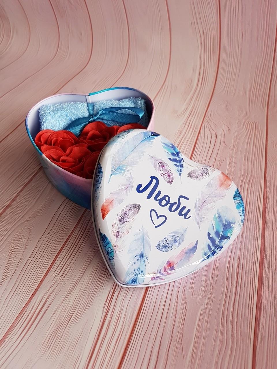 """Набор """"Люби"""": 5 мыльных лепестков и полотенце в шкатулке"""