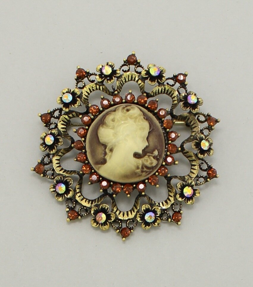 Round Victorian Cameo Brooch Pin