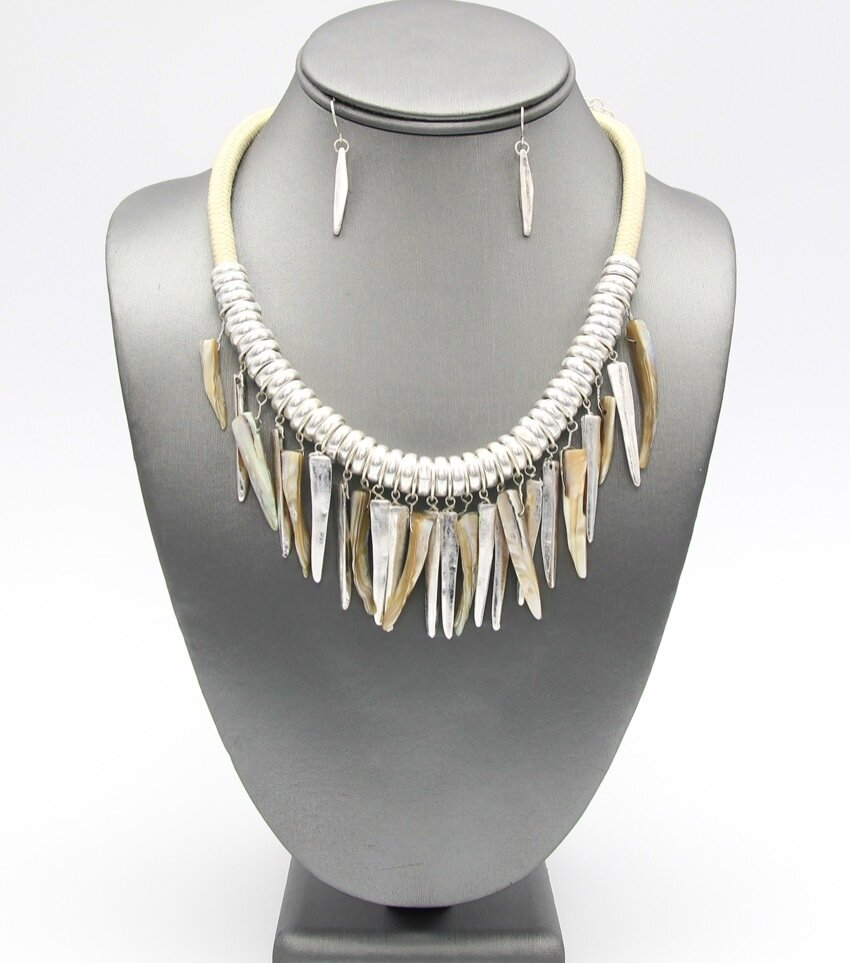 Ivory Spikes Collar