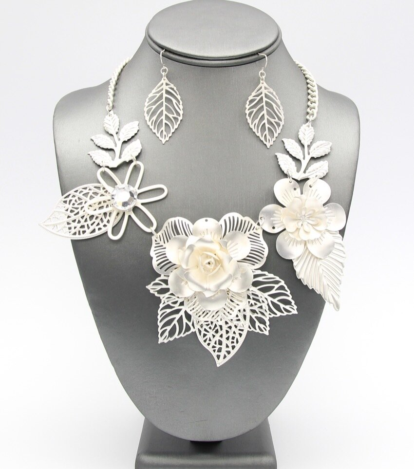 Matte Filigree Flower Necklace Set
