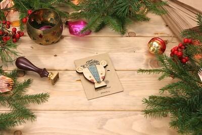 Деревянный магнит-мышонок