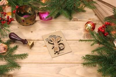 Деревянный значок - мышонок из массива дуба