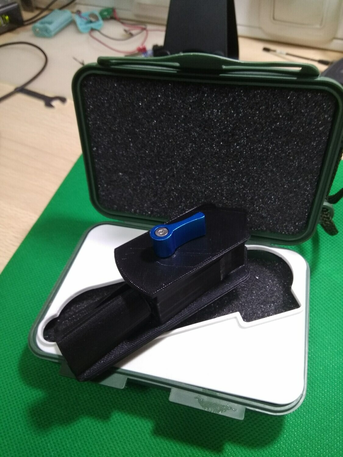 Plugon holder for Rycote on the handle