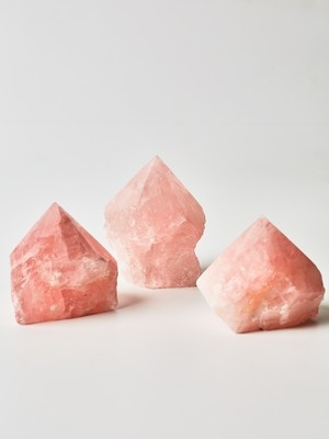 Кристалл розового кварца (маленький)