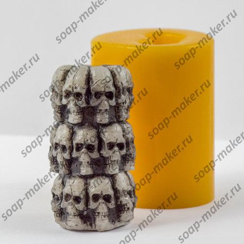 Цилиндр с черепами