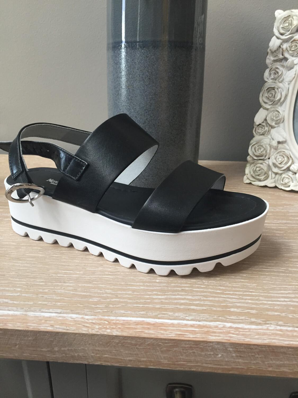 P908322D Black & White Platform Sandal