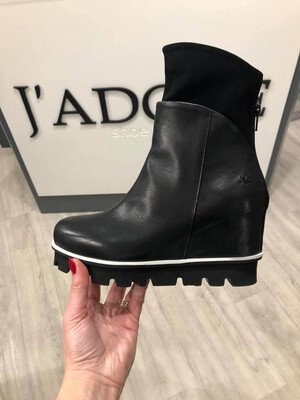 Zanzi Nero Black Leather Wedge