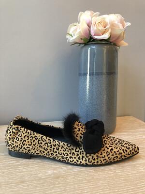 4936 Leopard Pointed Pump