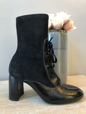 Oscos Black Patent Leather Laced Boot