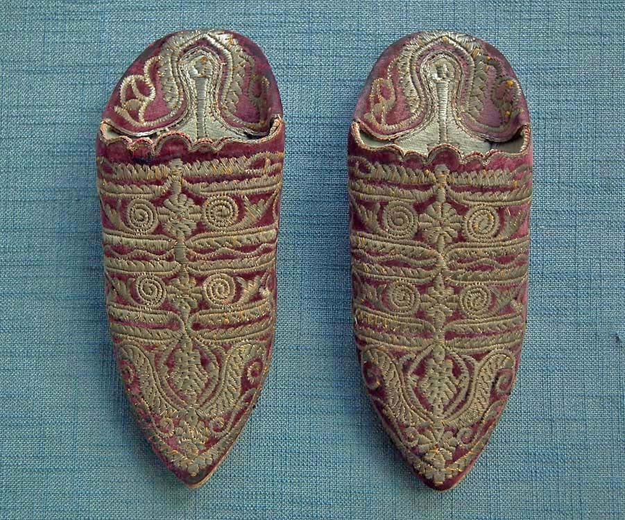 SOLD Antique Turkish Ottoman Islamic Shoes Mules Embroidered In Metallic Silver And Gilt Thread