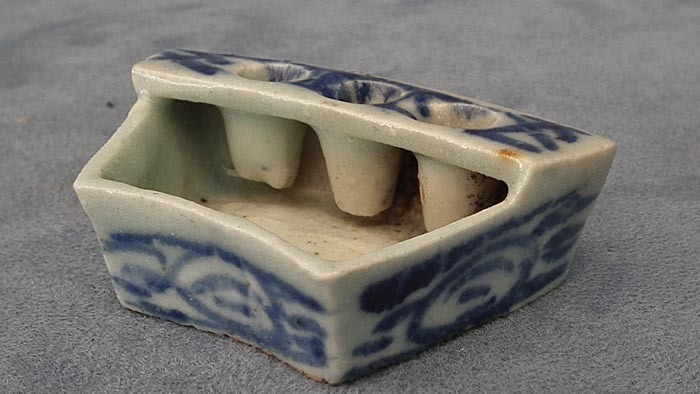 SOLD Antique Chinese Blue and White Porcelain Calligrapher Brush Holder Inkwell Qing Dynasty
