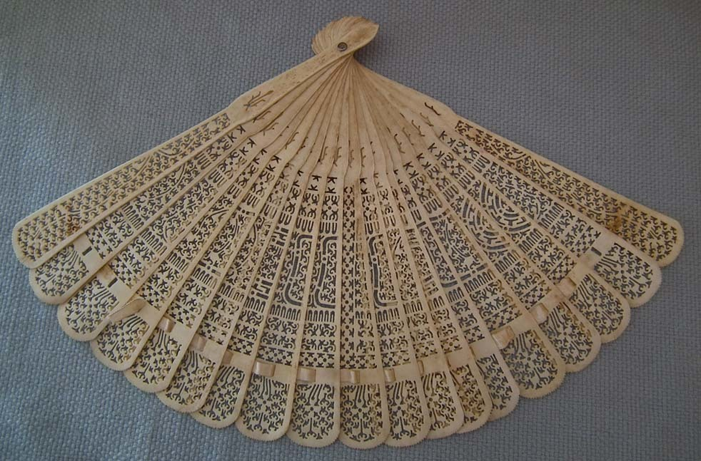 SOLD Antique Chinese 19th century Qing Dynasty Folding Brisé Fan