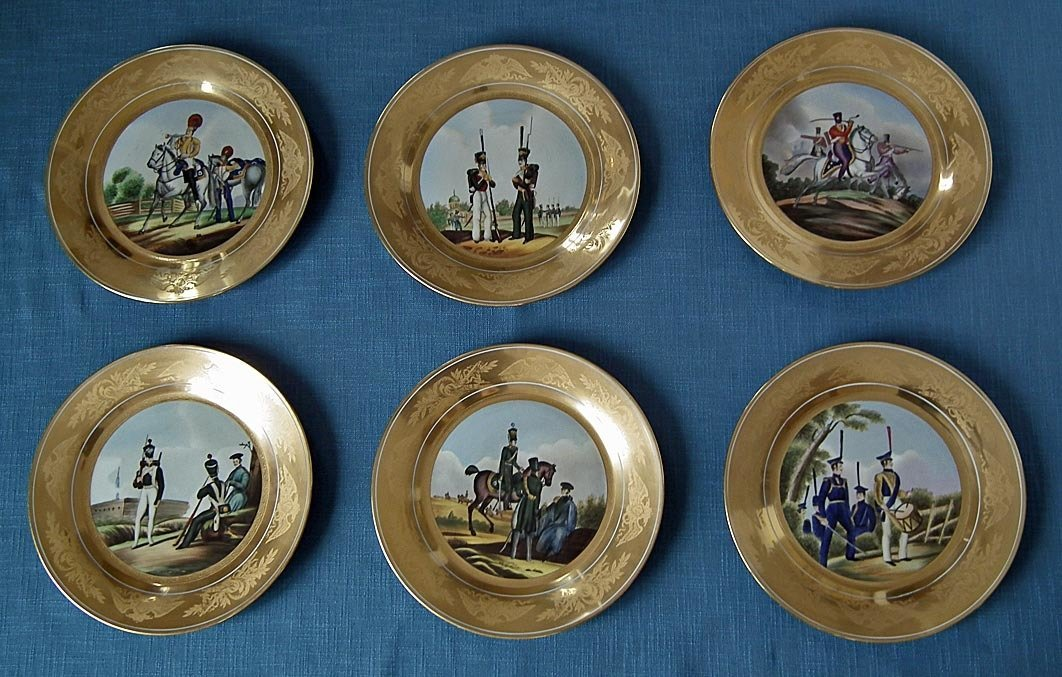 Set Of 6 Porcelain Military Plates With Imperial Russian Soldiers & Of 6 Porcelain Military Plates With Imperial Russian Soldiers