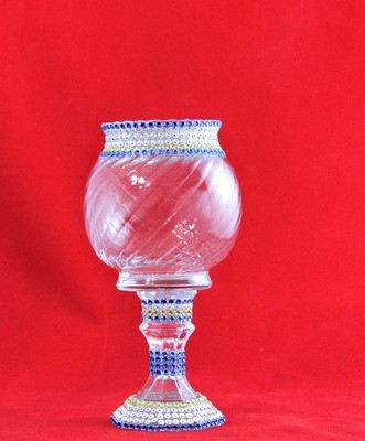 SHORT STEMMED ROUND PATTERNED VASES