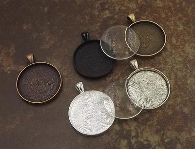 30MM Circle Pendant Tray With Glass Dome in Choice of 5 Colors