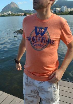 Camiseta Wonderland Brewery, triblend, coral, unisex