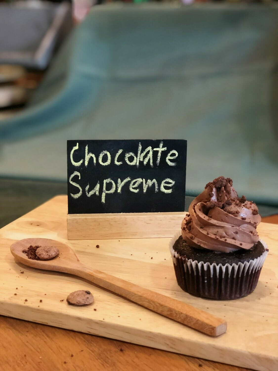 Chocolate Supreme Cupcakes (24 pieces)