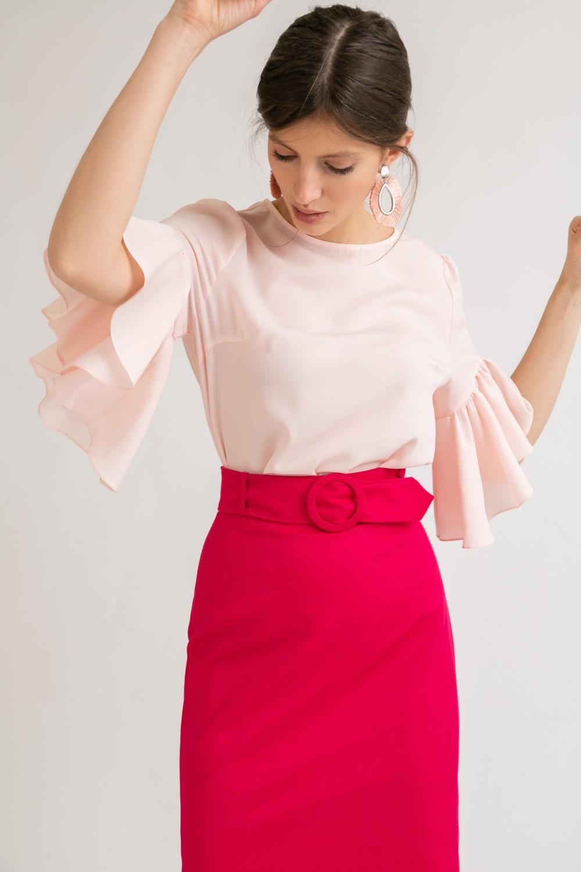 Блузка с рюшей по рукаву
