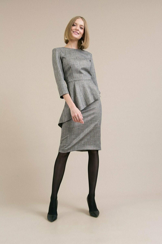 Платье с ассиметричной баской