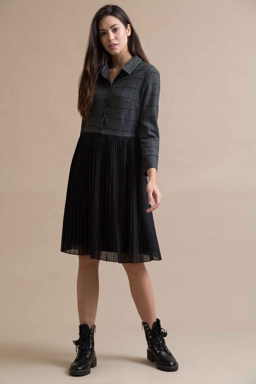 Платье с плиссировкой
