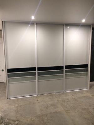 Встроеннный шкаф со стеклом