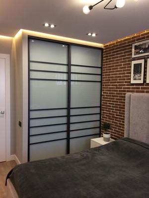 Встроенный шкаф с матовым зеркалом