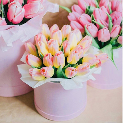 Шляпные коробки с тюльпанами
