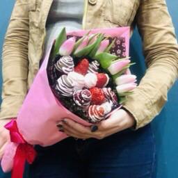Клубничный букет «Pink»
