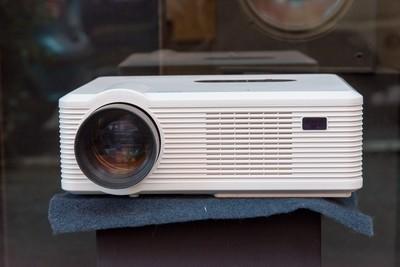 VIDEOPROIETTORE HDTV READY 720P MULTIMEDIA LED