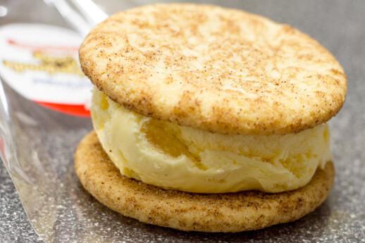 Smoked Maple Bourbon Pecan Praline Ice Cream Slider
