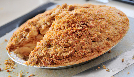 Apple Raspberry Crumb Pie