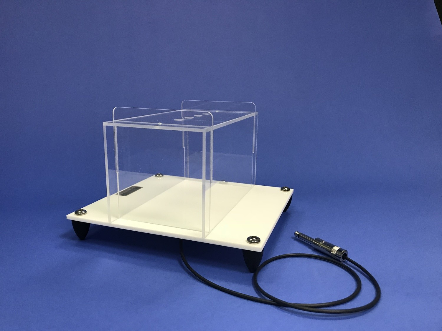 Tremor Monitor Animal Enclosure
