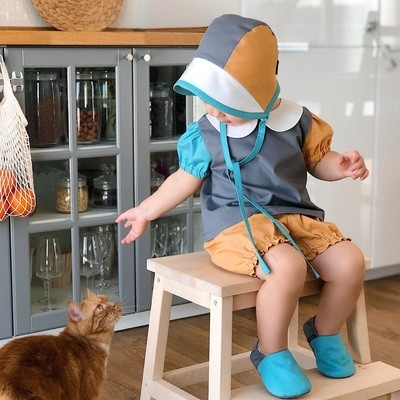 Комплект блузка, блумеры, моксы и чепец