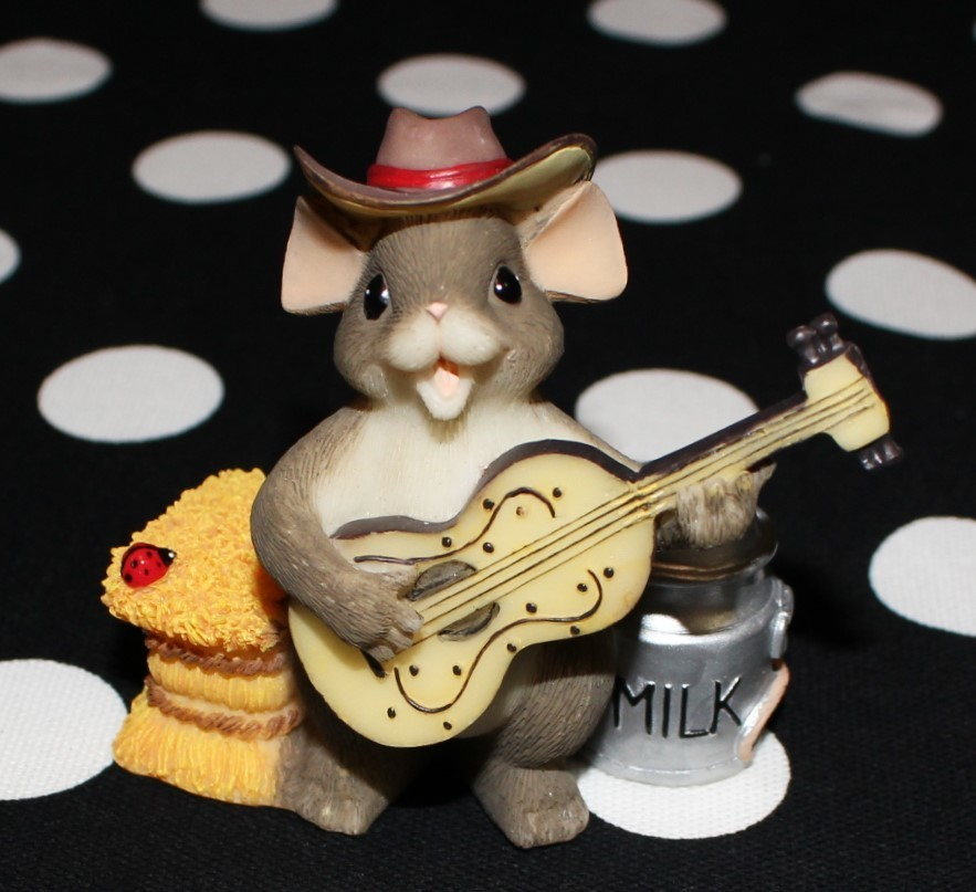 """Charming Tails by Fitz & Floyd """"The Country Singer"""" Figurine w/ Box #82/114"""