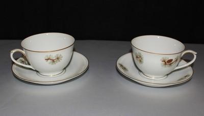 Fukagawa Arita 4 Piece (2) Coffee / Tea Cups & (2) Saucers Pine Needles & Cones
