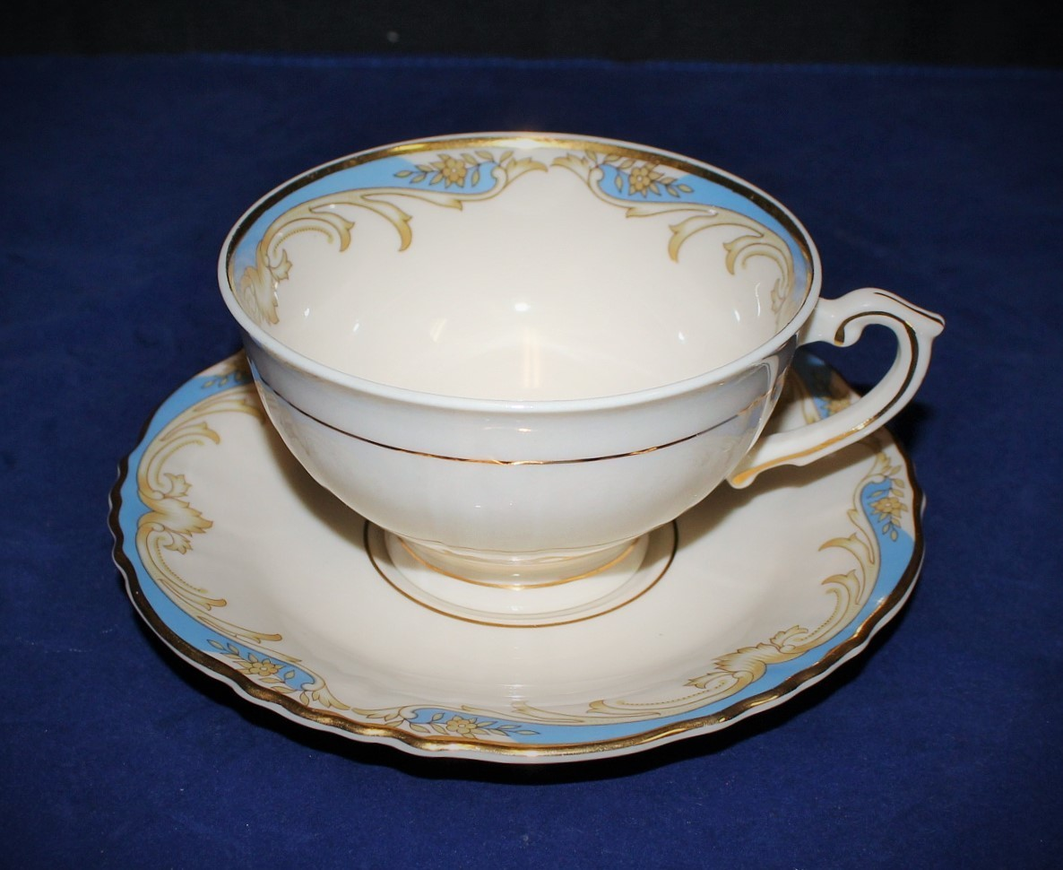 1960's Federal Shape Carvel Syracuse China Tea Cup & Saucer Set