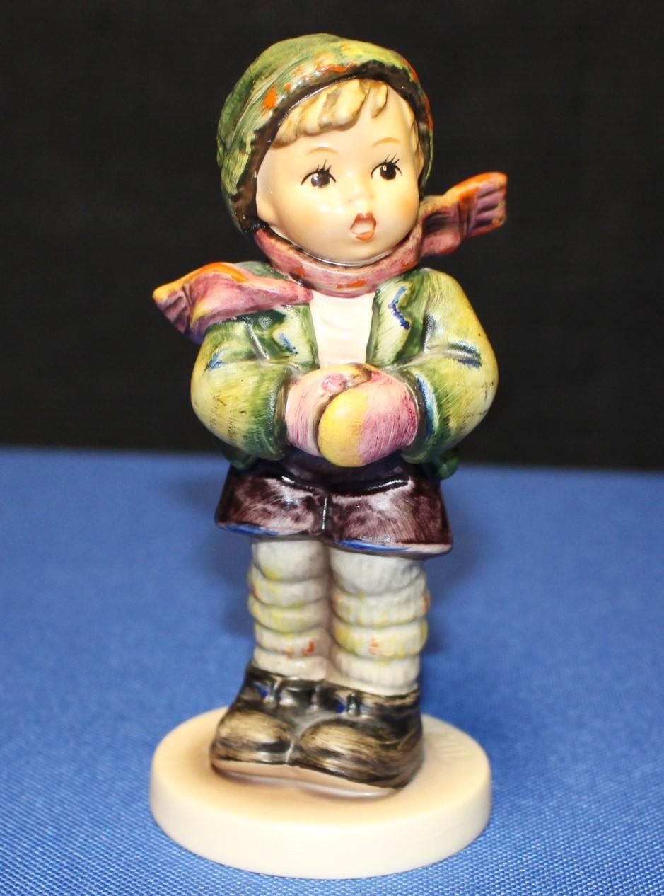 "Goebel Hummel It's Cold Outside 5.25"" Figurine #421 TMK-6 1981 Special Ed. No. 6"