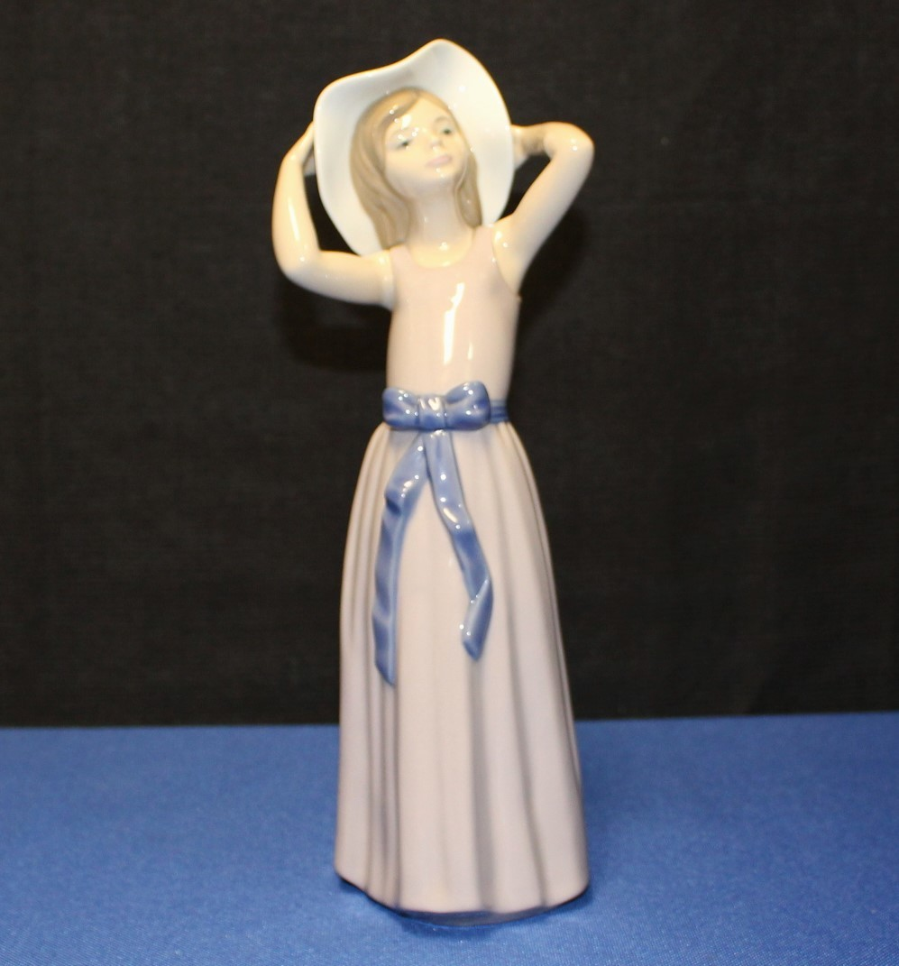 "Lladro Porcelain 10"" Coy Girl #5011 Figurine w/ Purple Dress and Hat"
