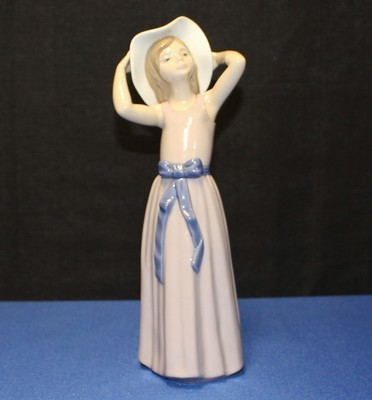 "Lladro Porcelain 10"" Coy Girl Figurine #5011 Purple Dress w/ Brim Hat"