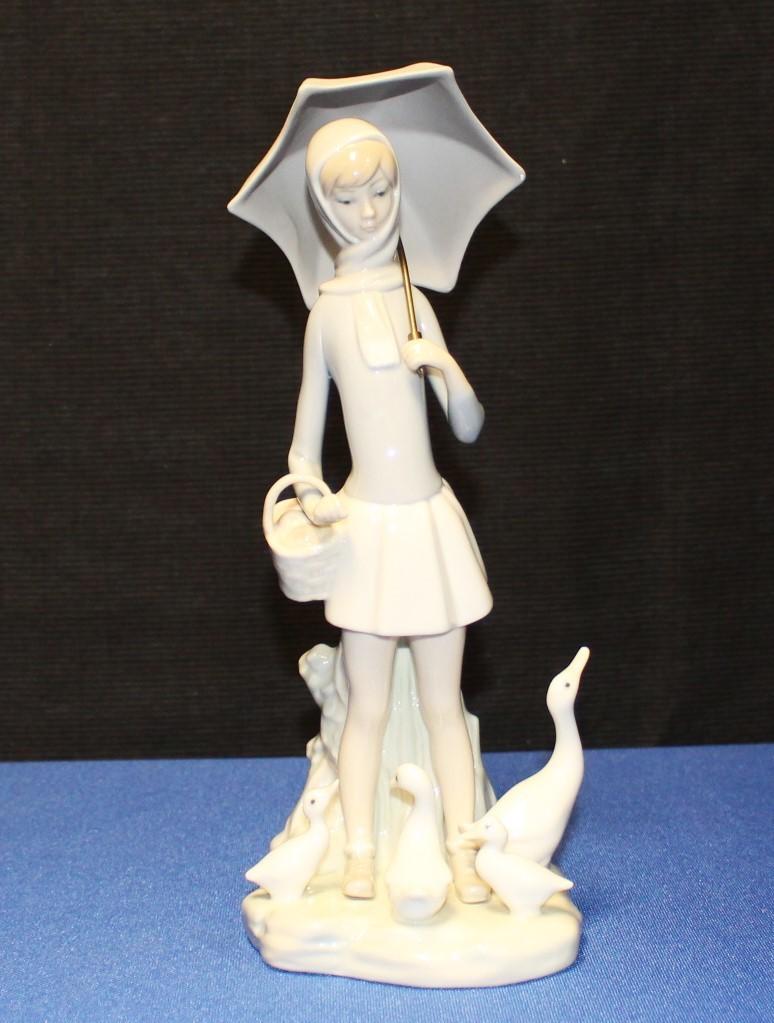 "Lladro Umbrella Girl w/ Duck Family Porcelain 10"" Figurine #4510"