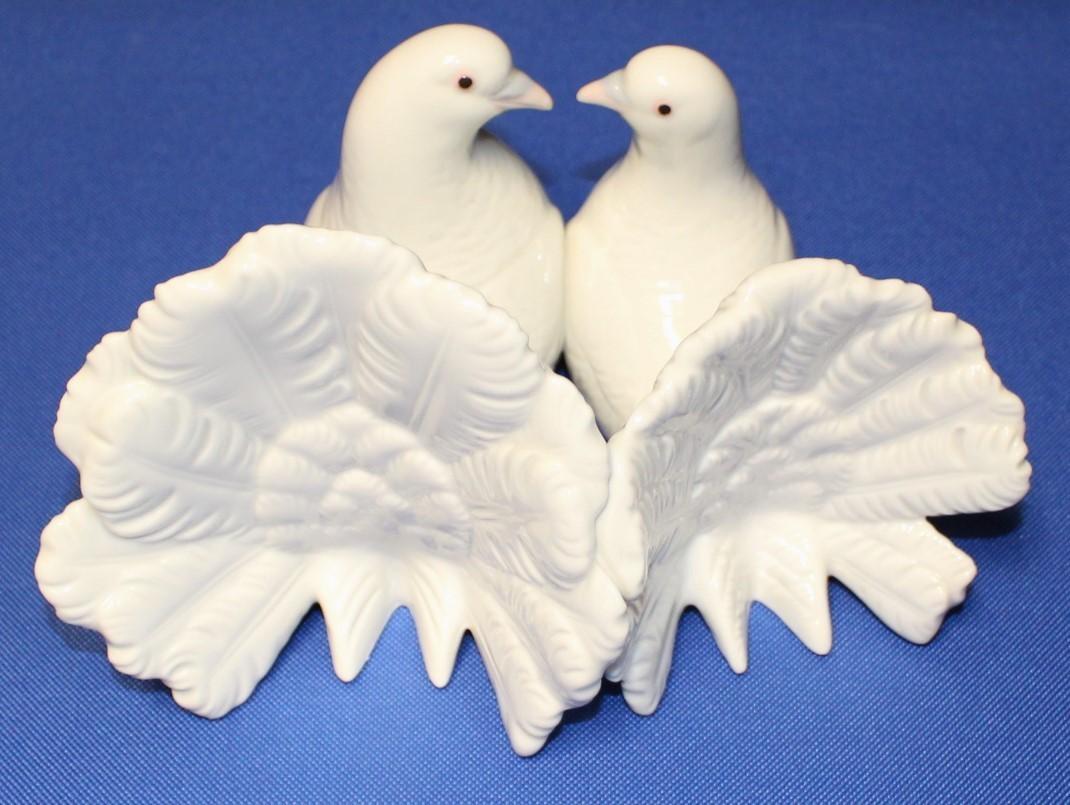 Lladro Couple of Doves 2 White Birds Kissing Porcelain Figurine #1169