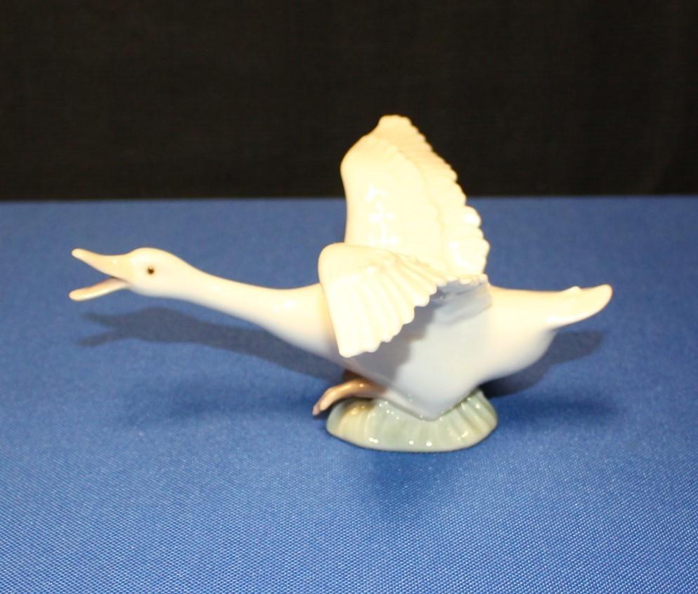 Lladro Goose Taking Flight w/ Open Wings Porcelain Figurine #1264