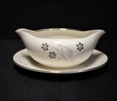 Flintridge China STARFLOWER Gravy Sauce Boat with Attached Underplate, Platinum Coupe