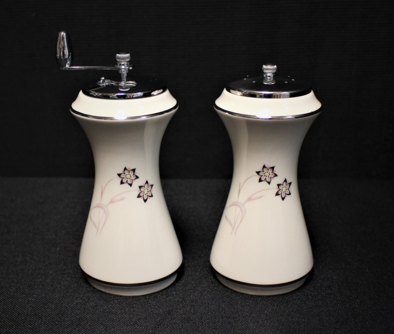 Flintridge China Starflower Salt & Pepper Mill Set w/ Platinum Trim
