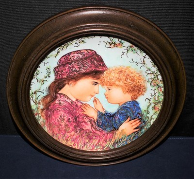 "Knowles 1988 Mother's Day ""Sarah & Tess"" by Edna Hibel Framed Plate, #2880A"