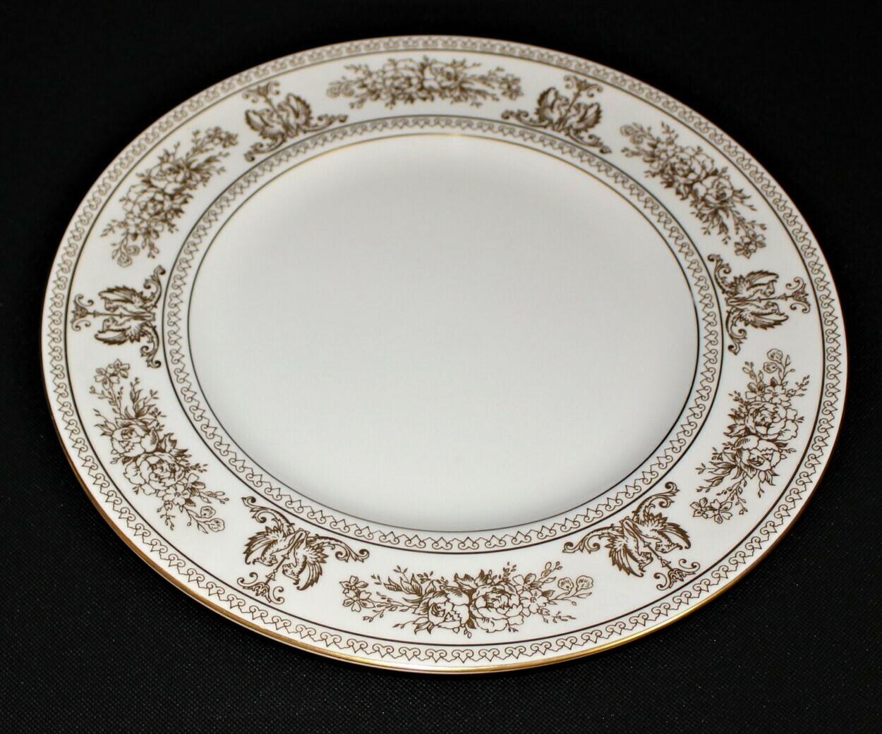 "Wedgwood Columbia 10 3/4"" Dinner Plate White w/ Gold Border Bone China, England"
