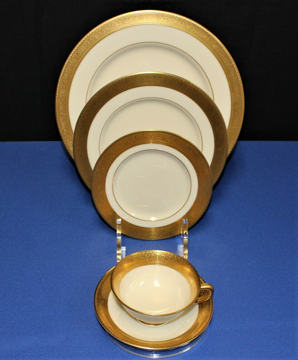 Lenox Westchester Presidential Gold Encrusted Band China 5-Piece Place Setting