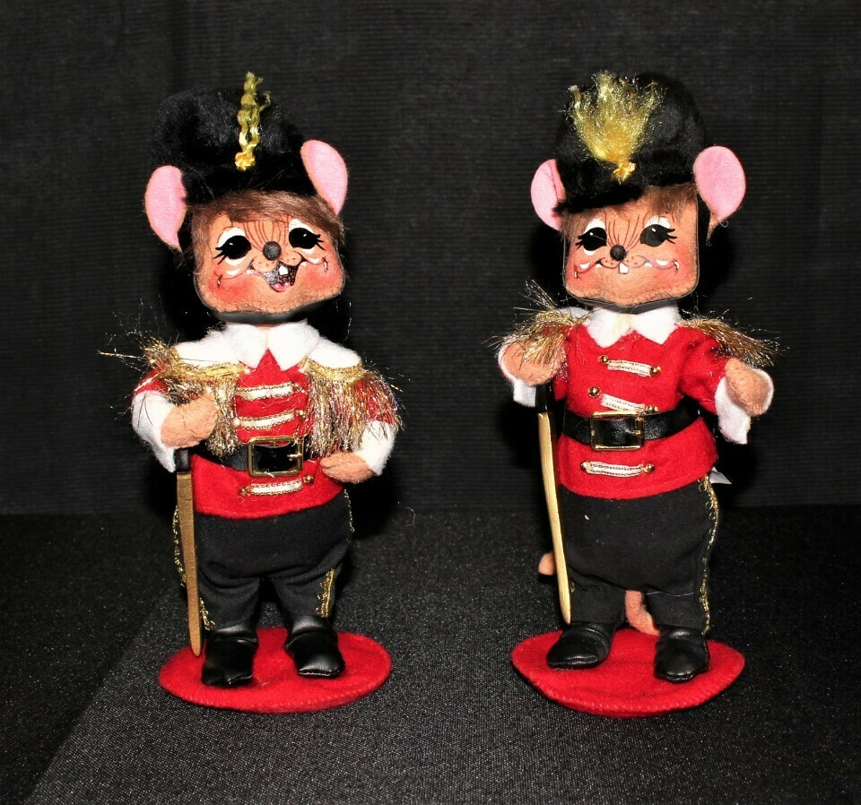 """Pair of 2009 Annalee Christmas Toy Soldier Mice 8.5"""" Plush Dolls"""