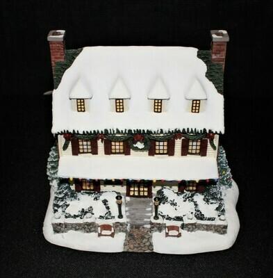"Thomas Kinkade 2001 ""Village Christmas Inn"" Hawthorne Lamplight Sculpture"