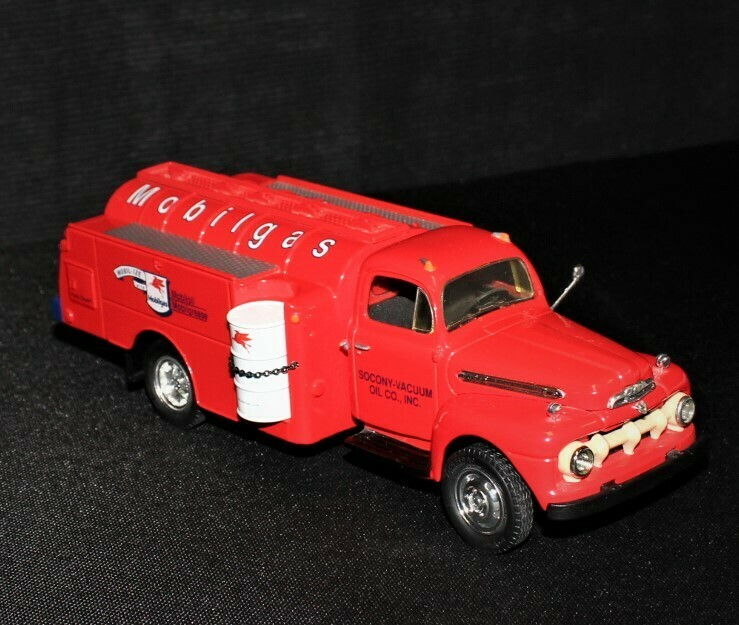 1951 Ford F6 First Gear Mobil Gas Die-Cast Fuel Tanker Truck